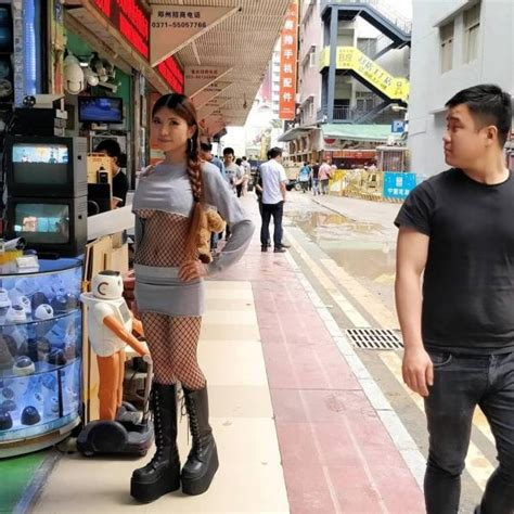 Chinese Engineer Girl Tests Her 3D Bikini On The Streets