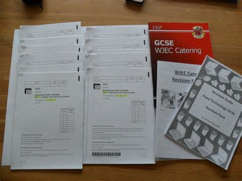 WJEC GCSE Catering Study and Exam Practice - CGP *PLUS* 10