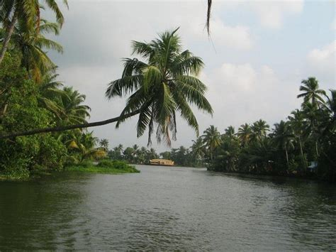 13 Best Tourist Places to Visit in Kerala | Kerala Tourism