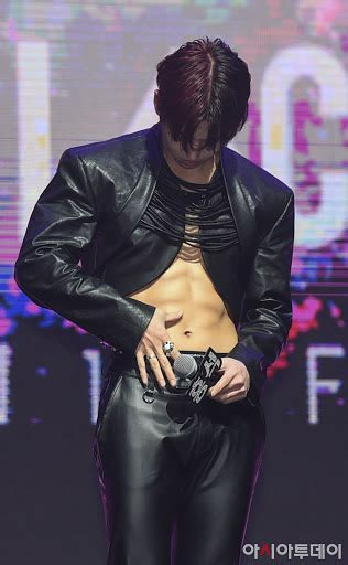PENTAGON's Hongseok Blessed Us All With His Sculpted Abs